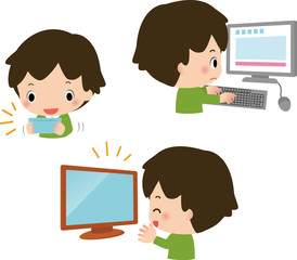 テレビ、ゲーム、パソコンに夢中な男の子