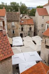 Place et terrasses