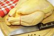 poulet sur planche à découper