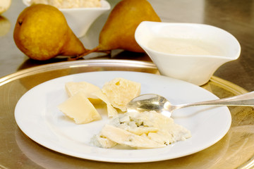 cheese and pear matching with chhese sauce and pear cream for go