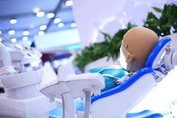 Dental technician, the instruments to the dentist