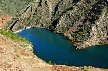 Presa de Maja Robledo, río Hurdano, Hurdes, Cáceres, España