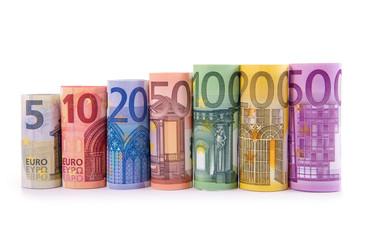 Reihe gerollte Euroscheine