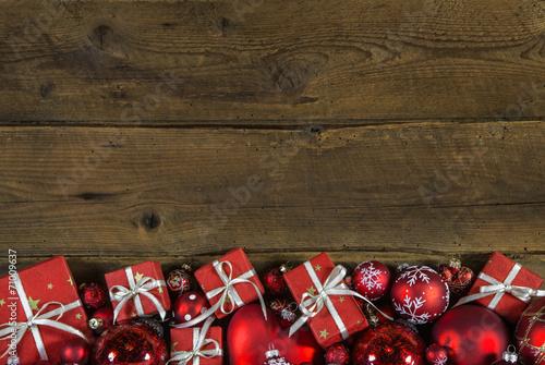 canvas print picture Hintergrund Holz weihnachtlich: Weihnachtsgeschenke rot