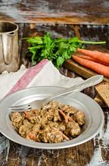 Тушеная говядина с морковью