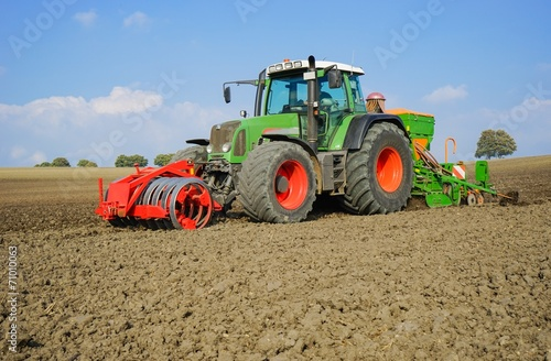 Getreideanbau, Herbstbestellung - Nahaufnahme - 71010063