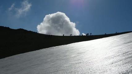 zirvede bulutlarla birlikte yolculuk