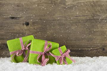 Weihnachten: Geschenke in rot grün als Weihnachtsgutschein