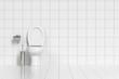 Geputzte Toilette im WC mit weißen Fliesen - 71030088