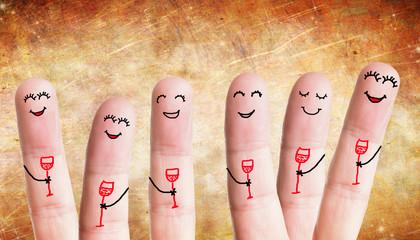 Gruppe glücklicher Finger feiert
