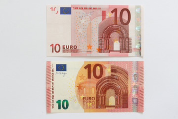 Vergleich Vorderseite alter und neuer Zehn Euro Geldschein