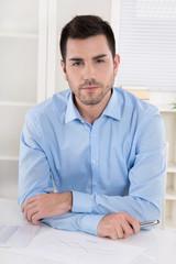 Erfolgreicher junger Unternehmer: Portrait Business Mann