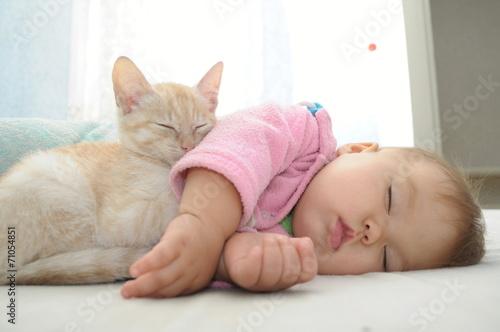 Leinwanddruck Bild Baby and cat daytime sleeping