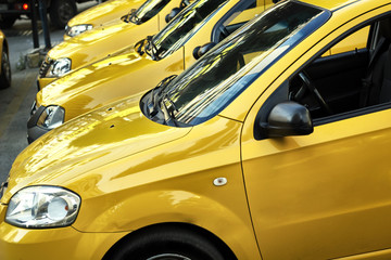 Taxi Cars İn A Row