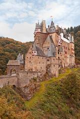 Die romantische Burg Eltz in der Vordereifel nahe der Mosel