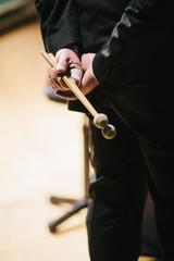 Batterista in pausa durante concerto musicale