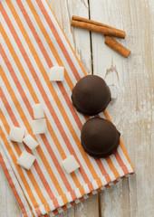 Cookies, cinnamon and cubes of sugar