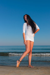 woman wearing  white t-shirt posing on the beach