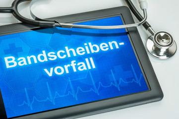 Tablet mit der Diagnose Bandscheibenvorfall auf dem Display