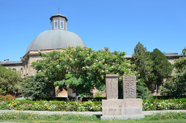 Здание духовной семинарии в Эчмиадзине