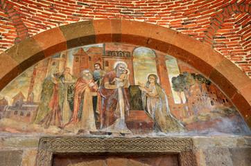 Фрески над входом в церковь Святой Гаянэ в Эчмиадзине