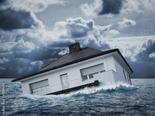 White house in water, flood - 71094698