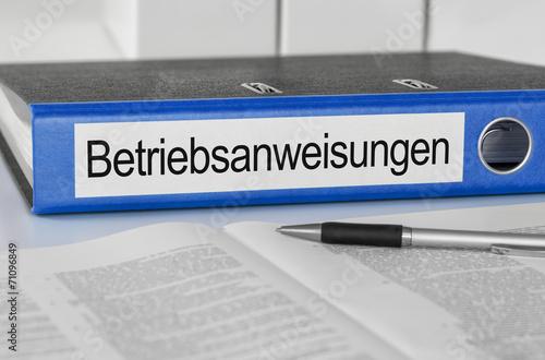 Leinwanddruck Bild Aktenordner mit der Beschriftung Betriebsanweisungen