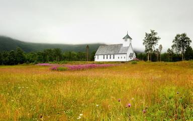 Norwegia ,  krajobraz wiejski, mały kościół