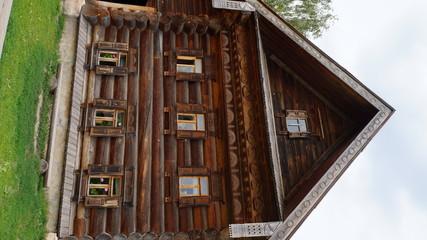 Старинный дом-изба