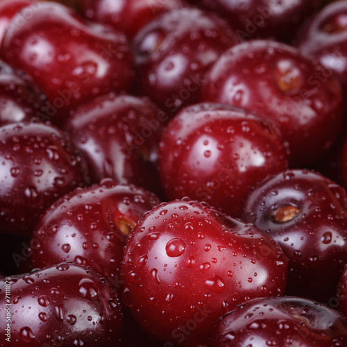 ripe washed cherries close up © GCapture