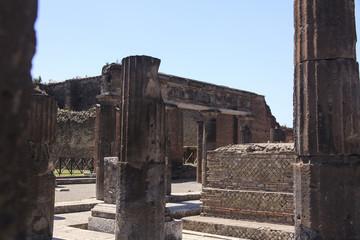 Pompeji - Blicküber das Forum auf Häuserruinen