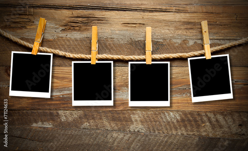 Empty photo frames on wood © SG- design