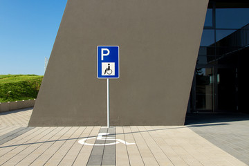 Behindertenparkplatz ©yvonneweis