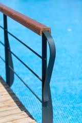 Geländer am Wasser