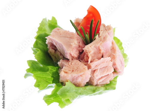 Fotobehang Vis Canned tuna chunks with green salad and tomato