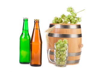 Barrel mug with hops and bottles of beer.