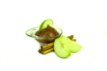 Granny Smith apples, caramel and cinnamon spice