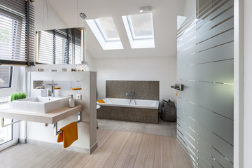 modernes Badezimmer © Matthias Buehner