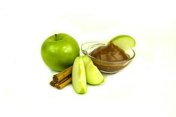 Granny Smith apples, caramel and cinnamon spice