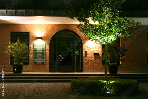 Fotobehang Licht, schaduw Beleuchteter Eingang