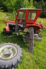 Alter Traktor ohne Rad