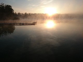 Jezioro Białe o wschodzie słońca