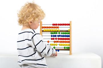 Kind lernt Rechnen