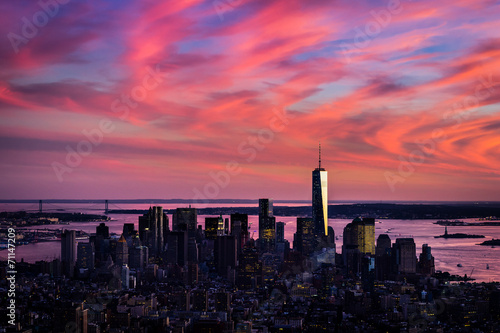 Poster Aerial view of lower Manhattan in wild pink colors of sunset