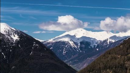 Zeitraffer Wolke mit Berg im Vinschgau