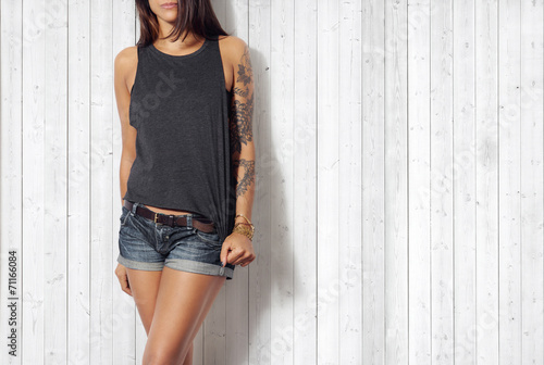 Woman wearing grey vest - 71166084