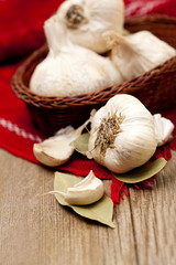 garlic and bay leaf