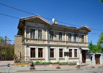Old-time townhouse restored