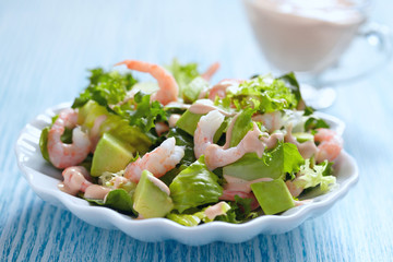 Salad with shrimp and avocado