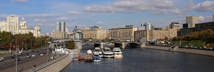 Панорама Москва реки у Киевского вокзала.